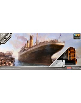 R.M.S Titanic 1/700 Modèle à coller Academy